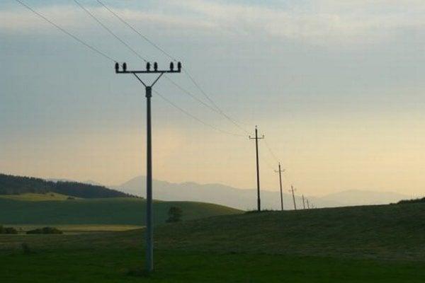 Niektoré časti obcí a miest čaká výmena stĺpov elektrického vedenia.