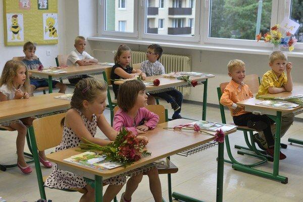 Školy otvorili svoje brány tisícom žiakov.