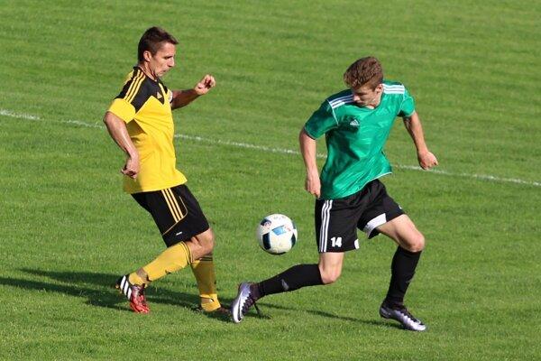 Námestovčania (v žlto-čiernom) ukončili anglický týždeň druhou výhrou o dva góly.