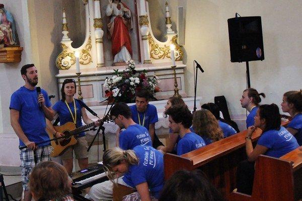 Mladí z Bratislavy sa veriacim prihovorili aj vlastnými svedectvami.