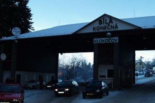 Do roku 2007 delil český a slovenský národ hraničný priechod  zo Slovenska do Čiech Klokočov – Bíla.