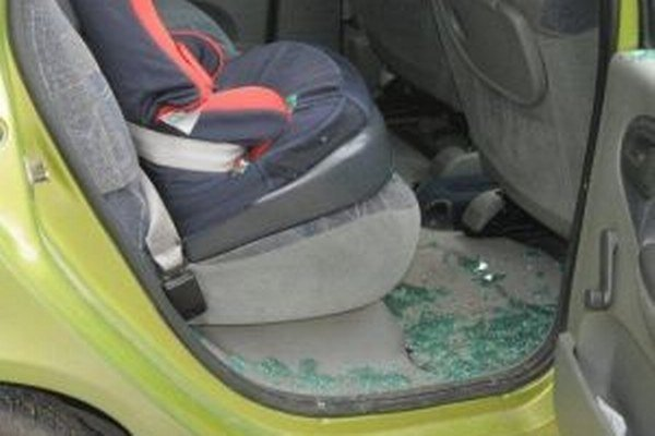 Zlodej chcel vykradnúť dve motorové vozidlá.