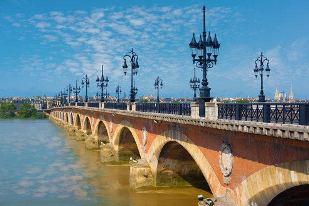 Pont de Pierre.