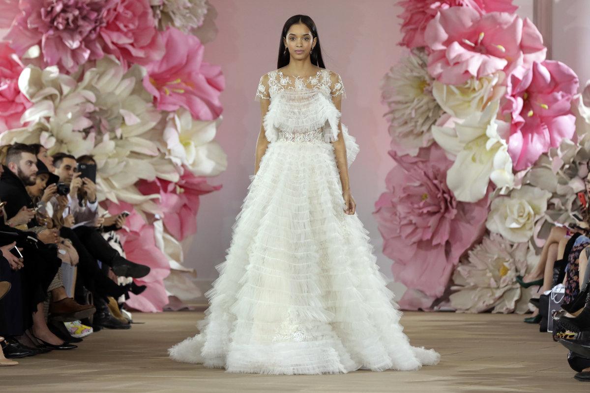 9949e91abc98 Svadobné šaty 2016  Vracajú sa mini