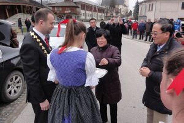 Veľvyslanec Čínskej ľudovej republiky na Slovensku neobišiel ani Slovenský orloj v Starej Bystrici.
