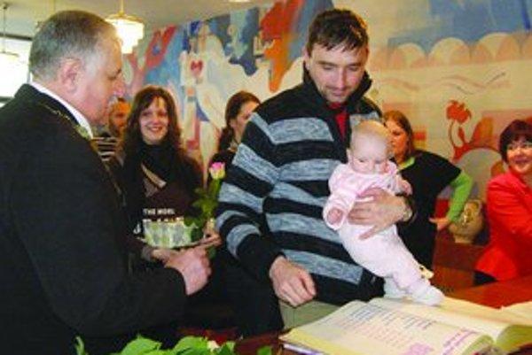 Vítanie novorodencov je v Pukanci tradíciou.