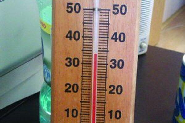 Vzduch v neklimatizovaných miestnostiach mal teplotu 34 stupňov Celzia.