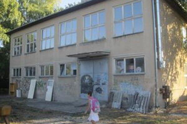 Školský objekt obnovujú, presťahuje sa tam materská škola.