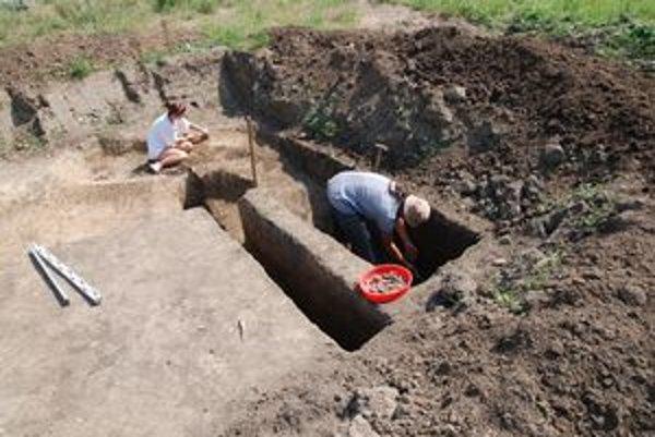 Archeológovia práve ukončujú výskum v Novom Tekove.