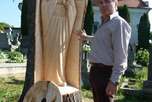 Vyrezať sochu do lipy dal starosta. Nikto netušil, aký výjav sa v starom strome ukrýva.