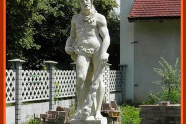 Želiezovce zdobí ja socha Herkulesa