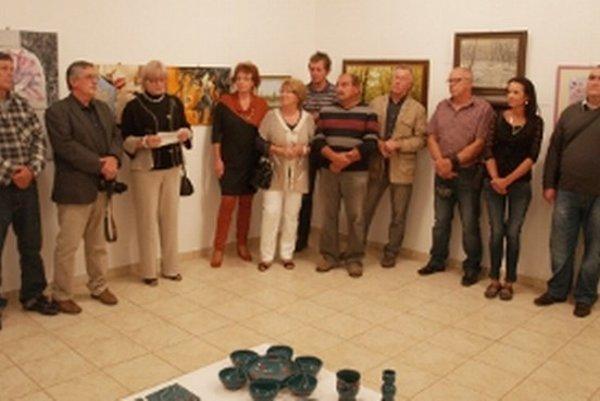 Vystavujúci členovia Klubu výtvarníkov Genesis.