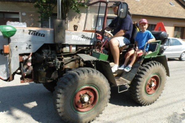 Unínske Samohyby obľubujú veľkí aj malí traktoristi.
