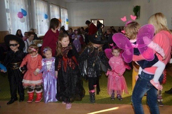 Na detskom karnevale.