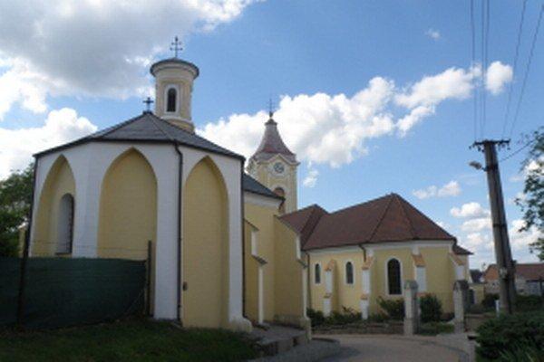 Holíč, Loretánska kaplnka a kostol Božského srdca Ježišovho.