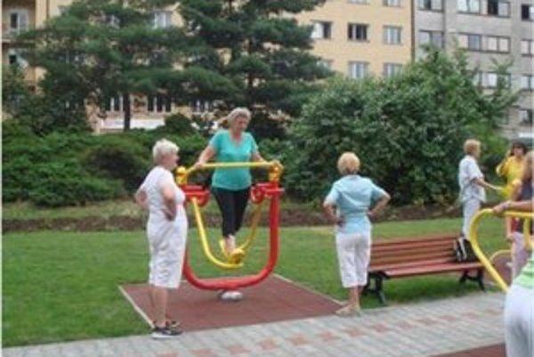 Seniori si budú môcť zacvičiť v parku.