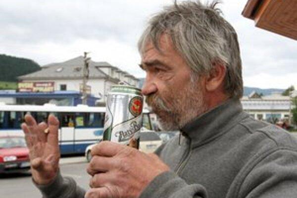 Popíjanie alkoholu na verejnosti už nie je v Šaštíne-Strážach zakázané.