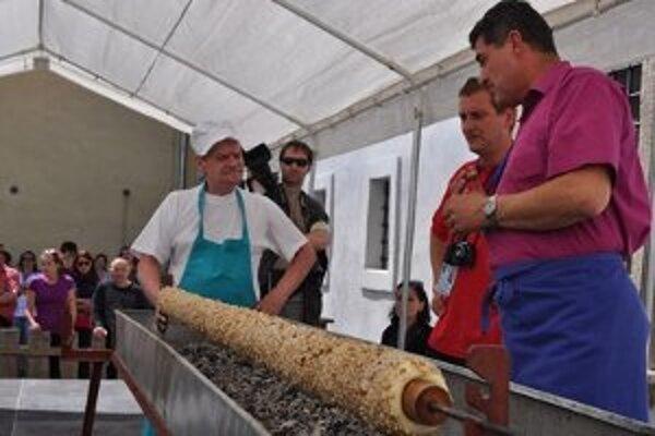 Prvý maxitrdelník, ktorý Skaličania upiekli v roku 2005, meral 107 centimetrov.