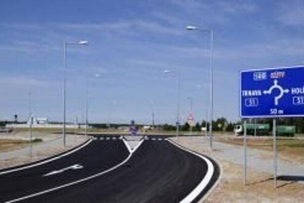 Jeho súčasťou je aj nová okružná križovatka na vjazde do mesta od Jablonice.