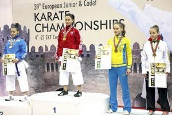 Alžbeta Ovečková na najvyššom stupni v Baku.