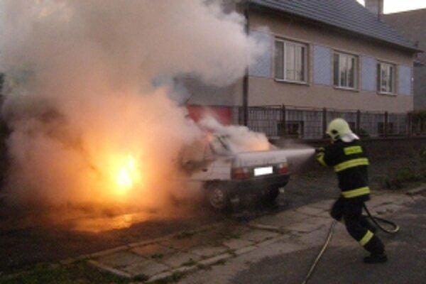 Na požiar použili vysokotlaký prúd ťažkej peny.
