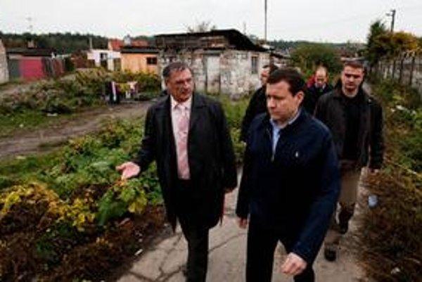 Minister Lipšic v osade.