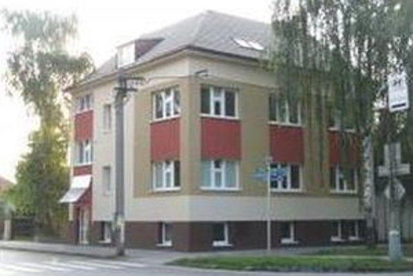 V zrekonštruovaných priestoroch bývalého Záhorského osvetového strediska vzniklo denné centrum pre senických seniorov.