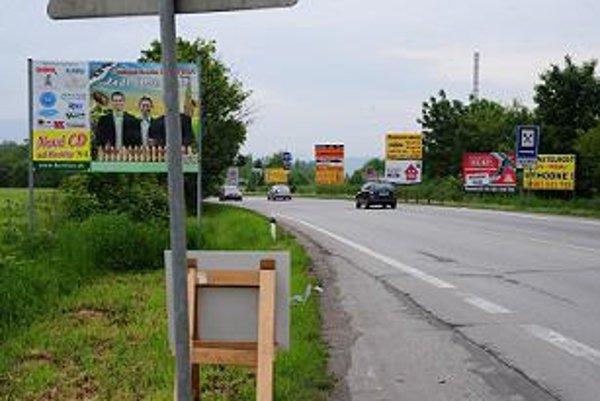 Niektoré reklamné tabule na Záhorí boli nelegálne.