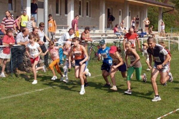 Beh v Smrdákoch obohatili aj súťaže detí.