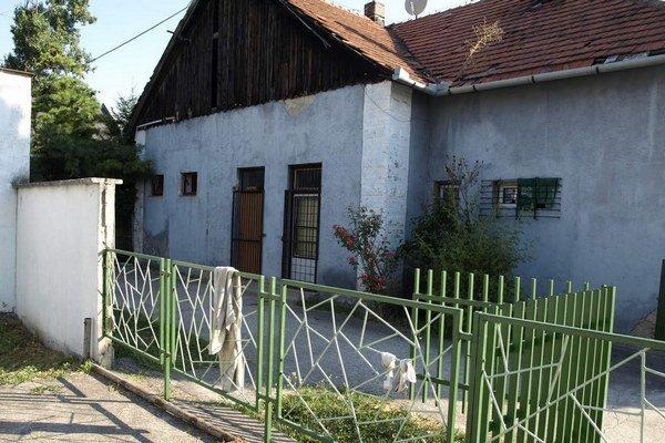 Budova zo začiatku minulého storočia potrebuje opraviť strechu.