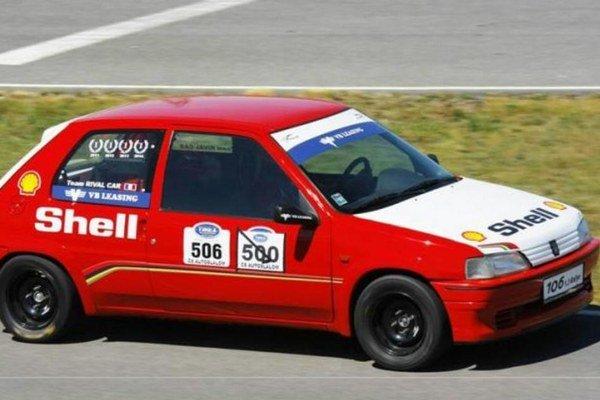 Upravené vozidlo bratov Lovászovcov Peugeot 106, sktorým obsadili v svojej kategórii prvé dve miesta.
