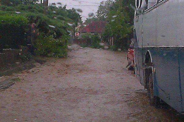 Ulicami sa môže valiť voda aj bahno. Niečo podobné zažil nedávno Svätý Peter.