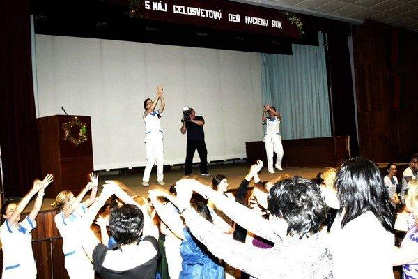 Flashmob na záver odborného seminára.