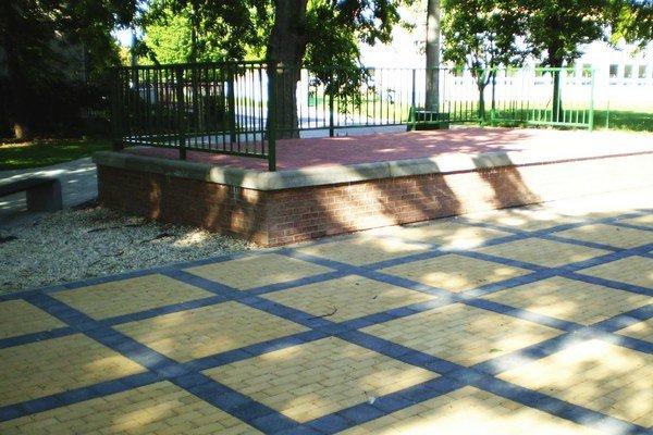 Malé námestie v parku.
