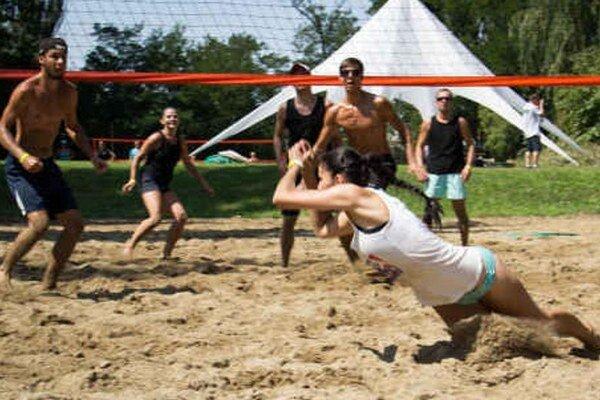 Takto urputne sa bojovalo počas horúceho sobotňajšieho dňa na volejbalových ihriskách.