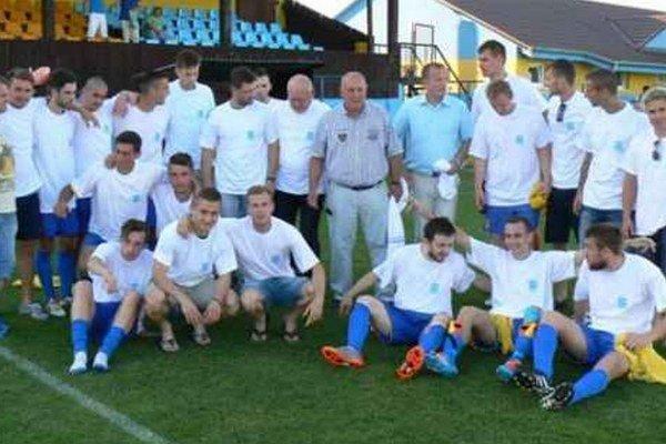 Futbalisti OTJ Palárikovo po víčaznom zápase s Jaslovskými Bohunicami mohli oslavovať historický postup do III.ligy.