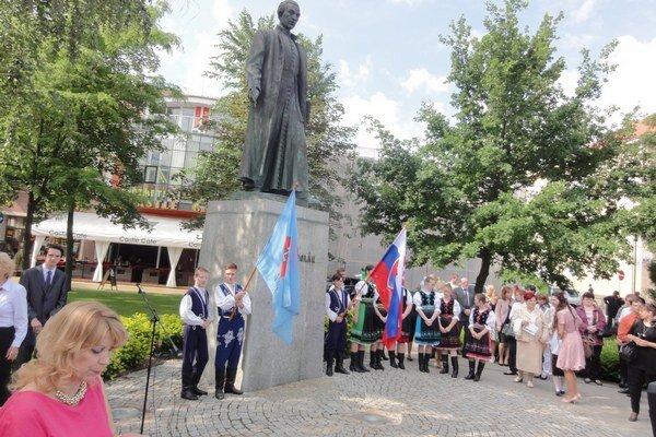 Vyhodnotenie súťaže sa už tradične začína slávnosťou pod sochou Antona Bernoláka.