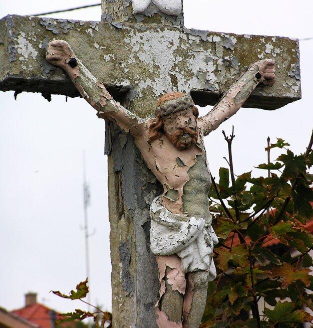 Krížu na Čermáni ublížili aj neodborné nátery.