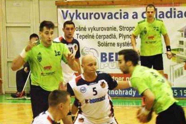 D. Pogány (15), T. Straňovský  (22) a M. Monczka pri lopte boli strelecky najdisponovanejšími hráčmi Štartu v sezóne.
