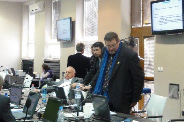 Atmosféra na poslednom rokovaní zastupiteľstva.