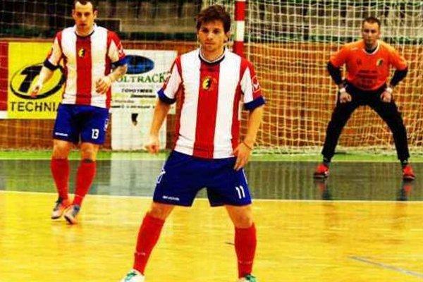 Daniel Hajko (11) strelil prvé tri góly svojho mužstva v zápase proti Prešovu. V pozadí Glofák (13) a brankár Šeben.