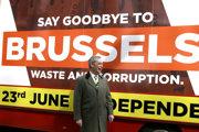 Rozlúčme sa s Bruselom, odkazujú euroskeptici na čele s Nigelom Farageom.