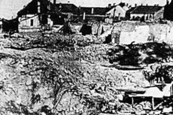 Zbombardovaná časť mesta.