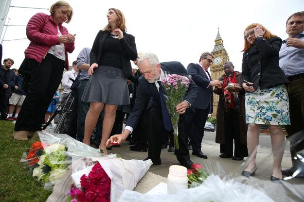 Líder labouristov Jeremy Corbyn pri spomienke na Coxovú.