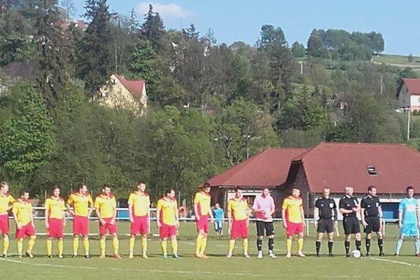 Futbalisti Bánovej na zápase v Skalitom.