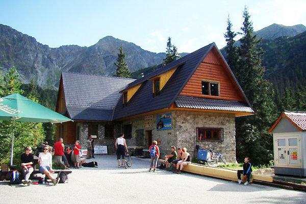 Ťatliakovu chatu v Roháčoch vlastní Klub slovenských turistov  Orava Dolný Kubín.