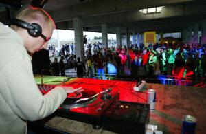 V Prievidzi hlasnú hudbu v podnikoch už mestská polícia nebude môcť zastaviť.