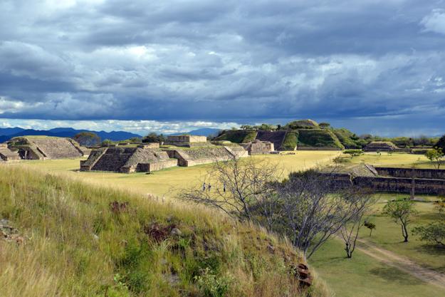 Pyramídy civilizácie Zapotec v Mexiku.