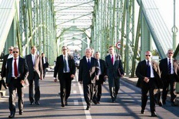 Maďarský prezident prišiel iba po most.