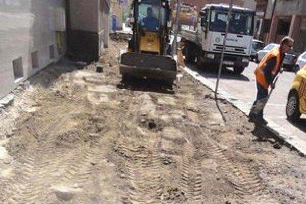 Namiesto asfaltu bude dlažba.